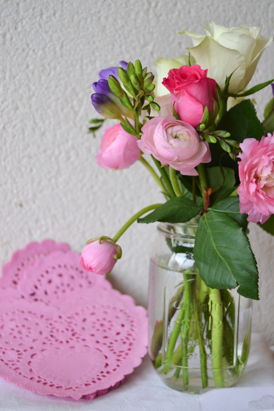mason jar fleurs naperons roses