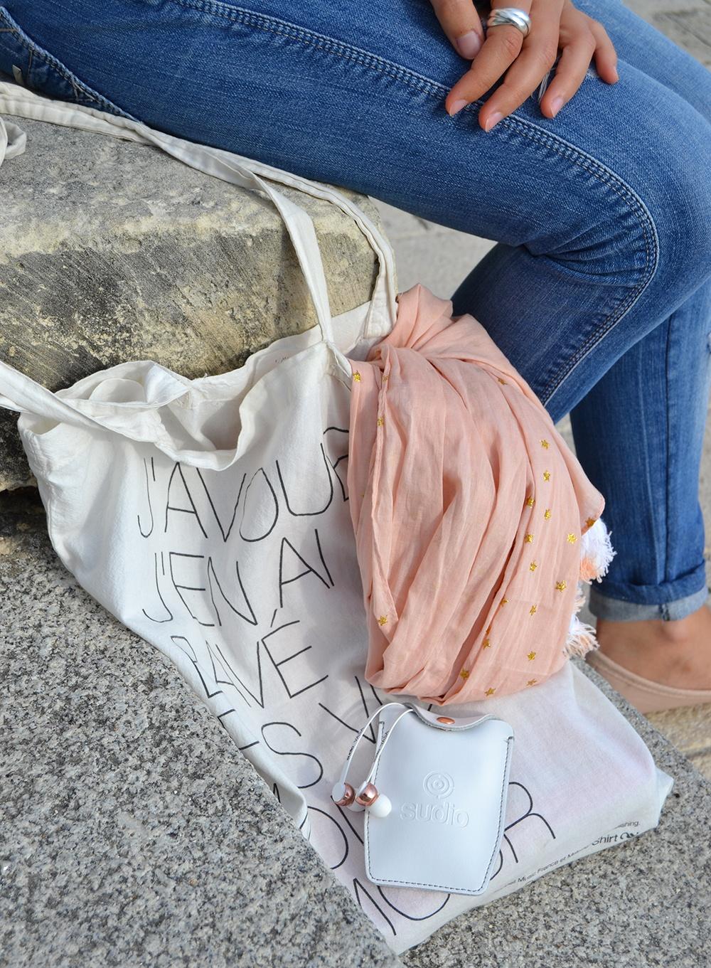 Top-dentelle-rose-pastel-shein-ecouteurs-sudio-sweden-3