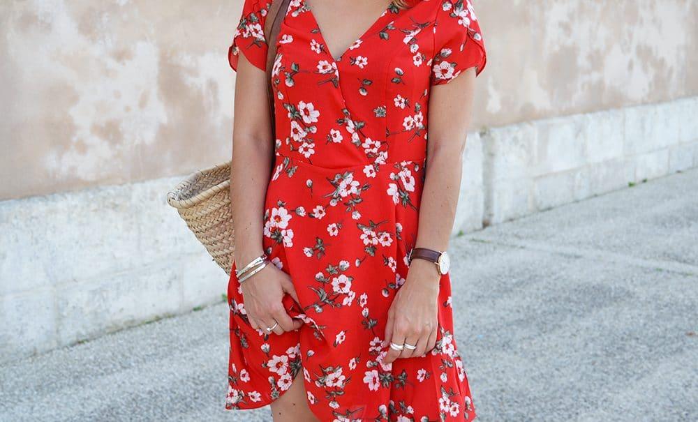robe rouge cache coeur imprimé fleur