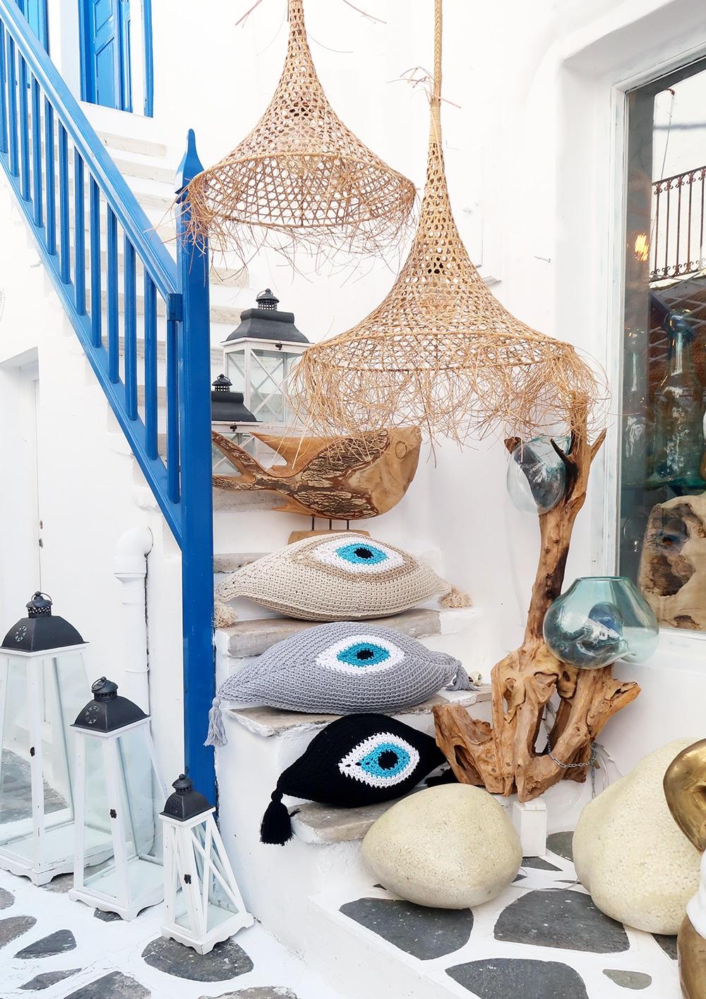 mykonos decoration chora oeil de la chance tricot