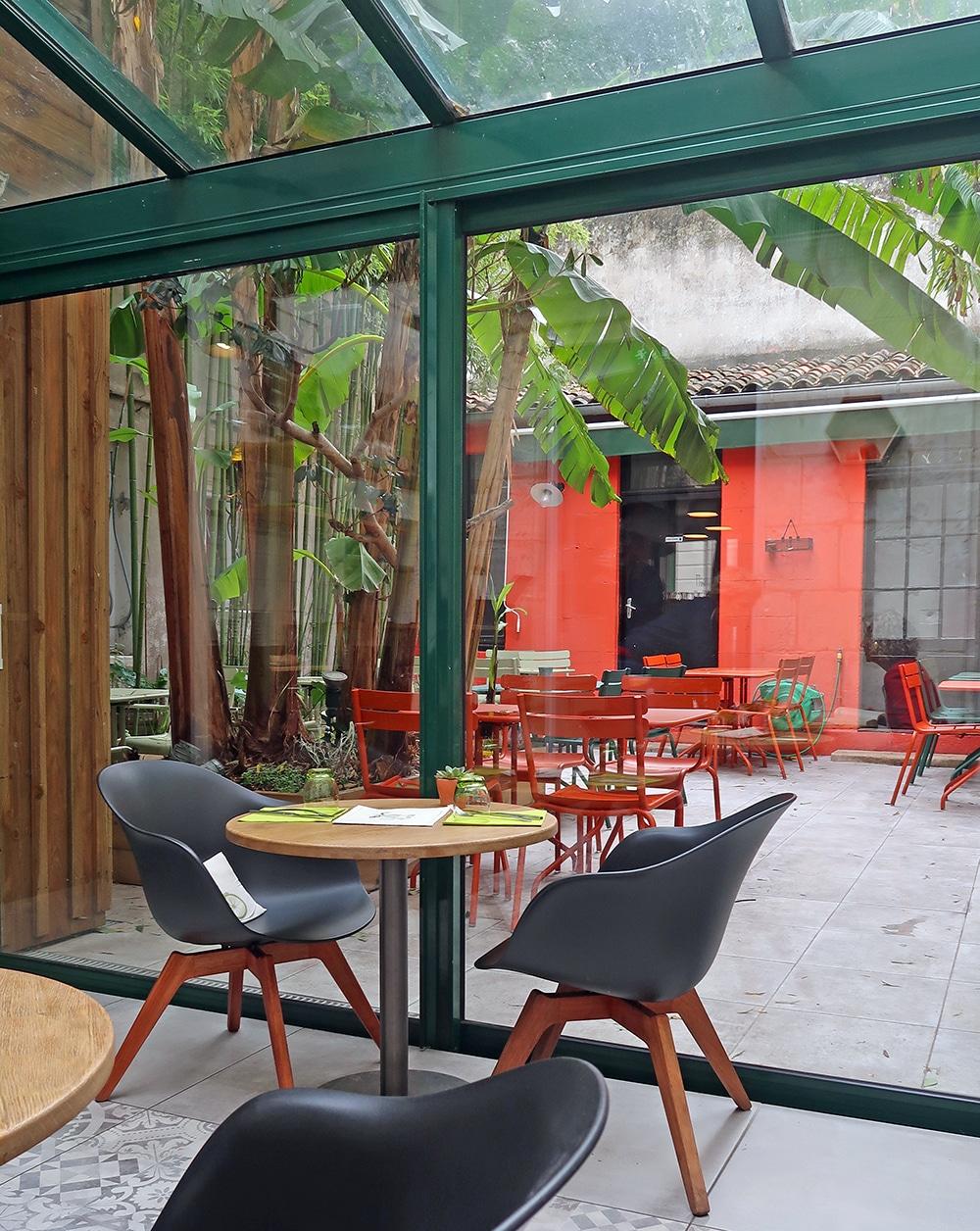 le jardin du march la rochelle top knot and tea cups. Black Bedroom Furniture Sets. Home Design Ideas