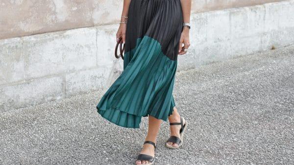 jupe midi plissée verte et noir satin body noire lingerie