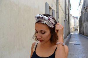 foulard cheveux courts ondulés