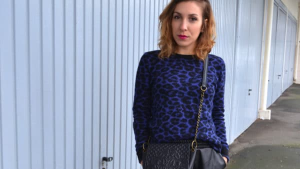 pull bleu leopard short cuir