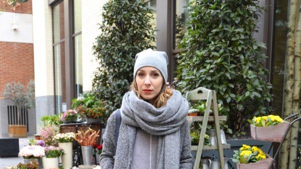 total look gris bonnet pull gris maxi echarpe