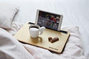 plateau bois netflix tablette café