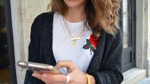 tshirt broderie rose collier or initial onecklace