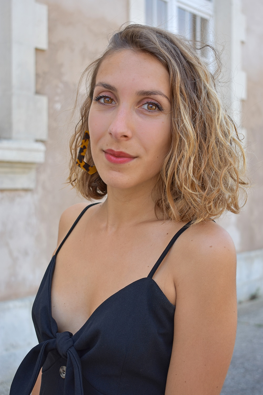 robe noire bouton devant shein wavy hair