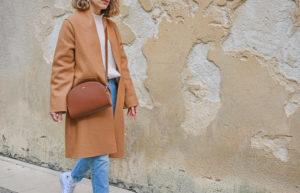 manteau long camel sac demi lune APC marron